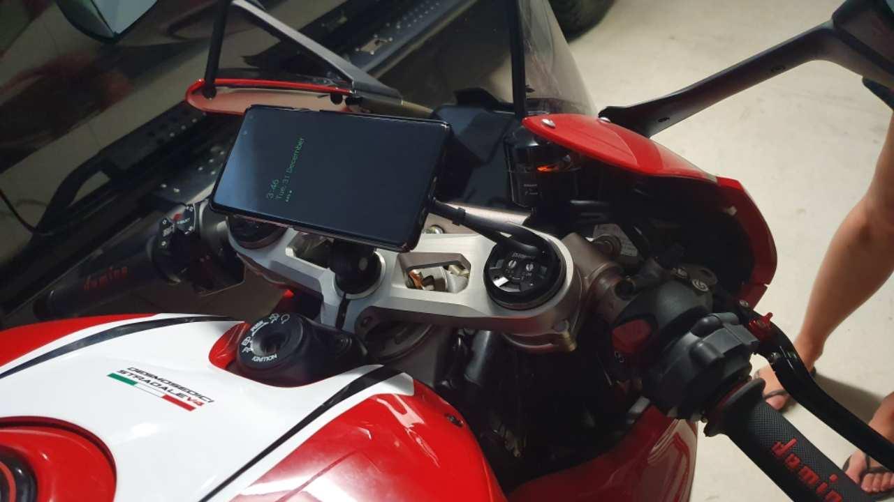 supporto smartphones moto